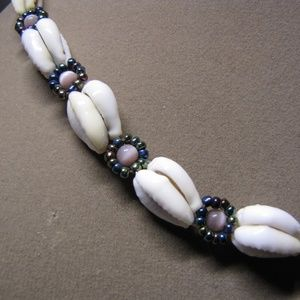 Bead and Seashell Choker Necklace 16""